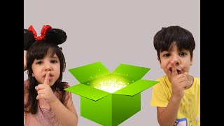 الين ونواف يتظاهرون بلعب  الغميضة مع الصندوق السحري ! / Hide and seek with Magick Box