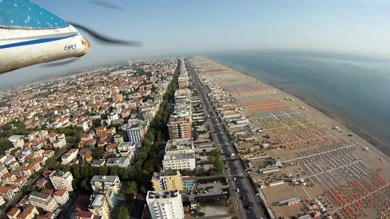RIMINI sorvolo spiaggia BAGNO 85 con panoramica ad alta quota - YouTube