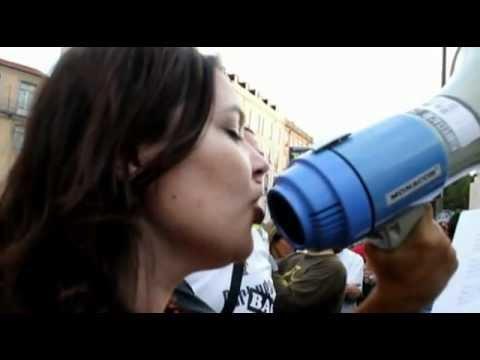 "Ana Maria Pinto  interpreta ""Firmeza"".no protesto Popular, junto Assembleia da Republica..."