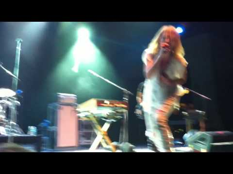 Metric - Empty (extra Long Version) Live At Prospect Park Banshell 8/5/2010
