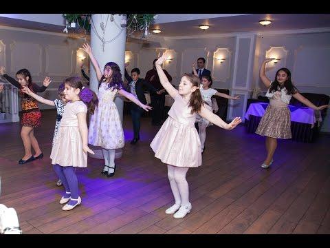 13 детей зажигают под армянскую музыку
