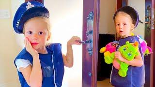 Nastya và cha cô sắp xếp việc bán đồ chơi và kết thúc trongngôi nhà ma ám