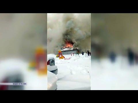 В Сосногорске произошел пожар в здании бывшего продуктового магазина