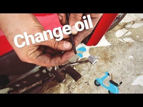 Αλλαγή λαδιών σε παπί (Change Oil On Motorcycle)