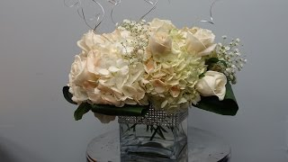 How to make a low wedding centrepiece with roses and hydrandeas