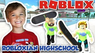 JUNIOR ET SENIOR MESSING AROUND IN ROBLOX ROBLOXIAN HIGHSCHOOL
