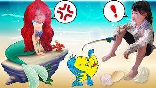 Pretend Play with disney princess Ariel Little Mermaid LOL Surprise...