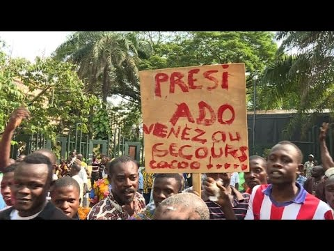 Police disperse Ivory Coast cocoa producers protest