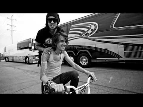 She Makes Dirty Words Sound Pretty (feat. Jonny  Craig) - Pierce the Veil + Lyrics