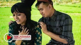 Download Merpati Band - Cinta Kandas Tiada Terbalas - Official Music Video - NAGASWARA