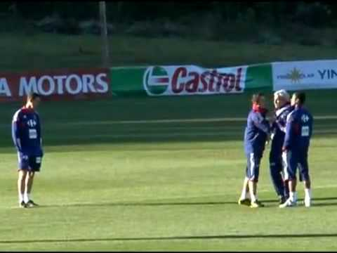 Evra vs Preparer trainer - Fight - France team - World Cup 2010 Training 20/05/2010 Confusion