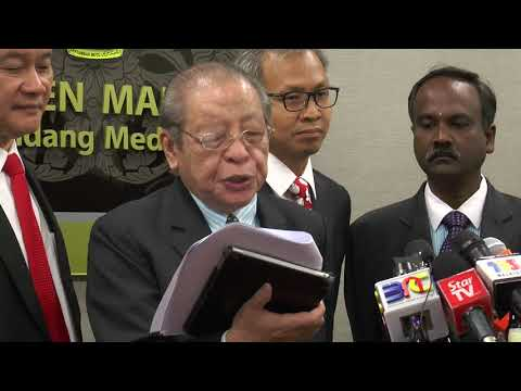 Lim Kit Siang:Will Najib be the first to be charged under the Anti-Fake News Act 2018
