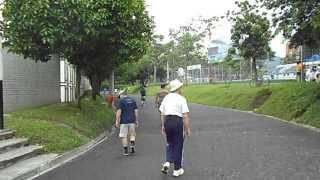 Rumba aerobica y el caminar en Unidad Deportiva de Belen Medellin Colombia