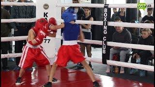 Новый инвентарь и бесплатные занятия для детей: под Харьковом открыли современный боксерский клуб