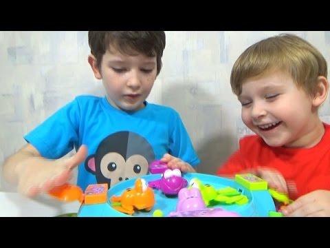 Играем в настольную игру голодные лягушки с шариками/playing game Hungry frogs