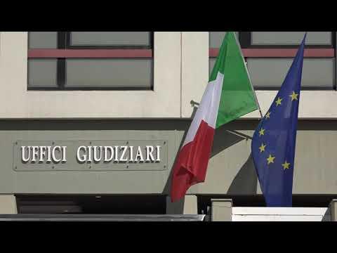 Banca Popolare di Bari, protesta degli azionisti davanti al Tribunale from YouTube · Duration:  1 minutes 32 seconds