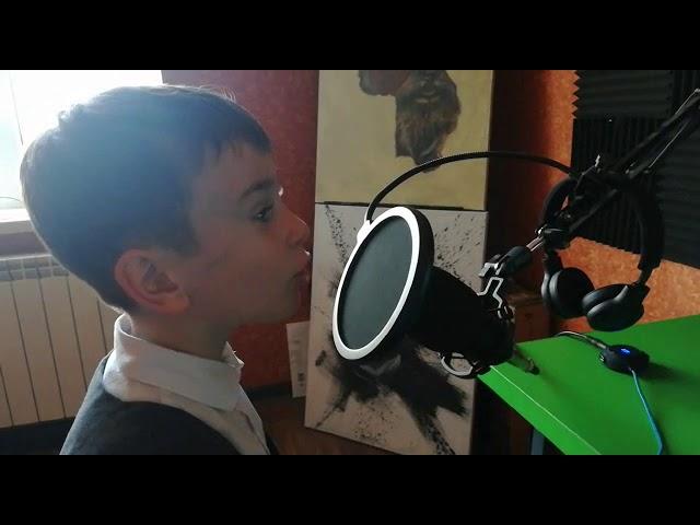 Изображение предпросмотра прочтения – МатвейМолдавский читает произведение «Нивы сжаты, рощи голы…» С.А.Есенина