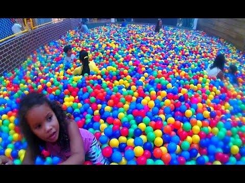 Piscina de bolas infantil gigante brinquedo boneca for Piscina de bolas minibe