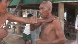 Démonstration de Kun boran khmer par Lok ta Kom