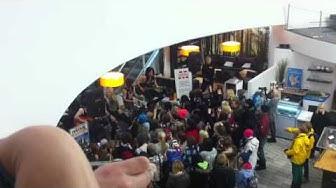 Reckless Love - On The Radio (acoustic) @ Kauppakeskus Minna (Kuopio) 15.11.2013