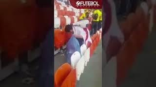بالفيديو .. الجماهير اليابانية تنظف المدرجات بعد انتهاء مباراتهم مع كولومبيا - صحيفة صدى الالكترونية