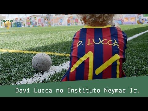 Davi Lucca visita o Instituto Projeto Neymar Jr