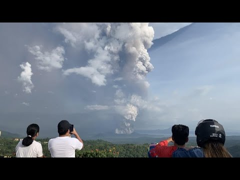 Volcanic Eruption in the Philippines Forces Tens of Thousands to ...