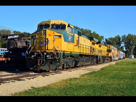 Rare Day of Railfanning! CNW Twins, UP 8444 and UP 4014, Operation North Pole Car! (March 14th 2017