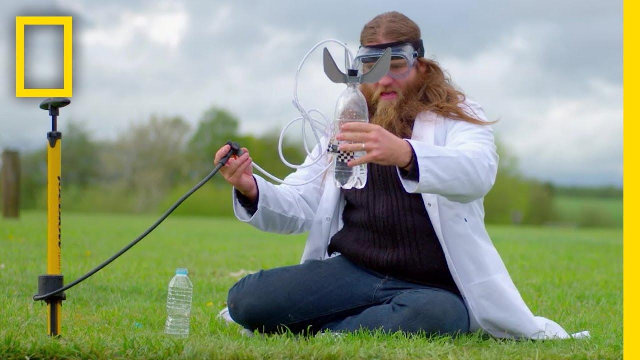 空気式と炭酸ガス式、より高く飛ぶペットボトルロケットは? |ナショジオ