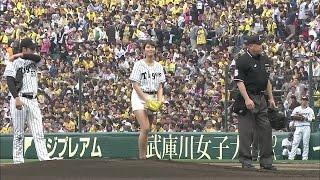 """""""神スイング大臣""""稲村亜美が聖地・甲子園球場での始球式で103km/hのノーバン投球!"""