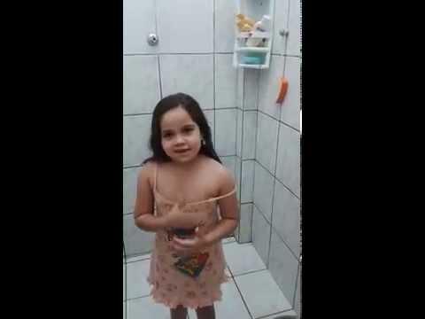 девушка, присоединяется волна художников Холодное ванны [0: