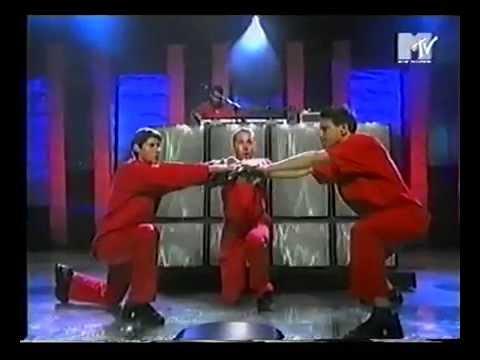 "1998 VMA - Beastie Boys ""Intergalactic"" live"