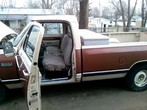 84 dodge ram 318 cold start - YouTube