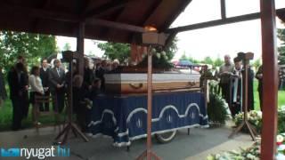 Repeat youtube video A Szombathelyen meggyilkolt lány temetése Ajka-Padragkúton