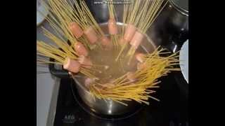 Как красиво приготовить спагетти и сосиски