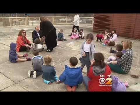 Beth El Nursery School Students Learn About Passover Seder
