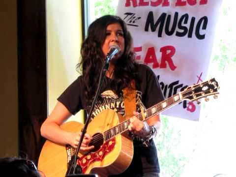 She Gets My Life - Mallary Hope - Live At Puckett's