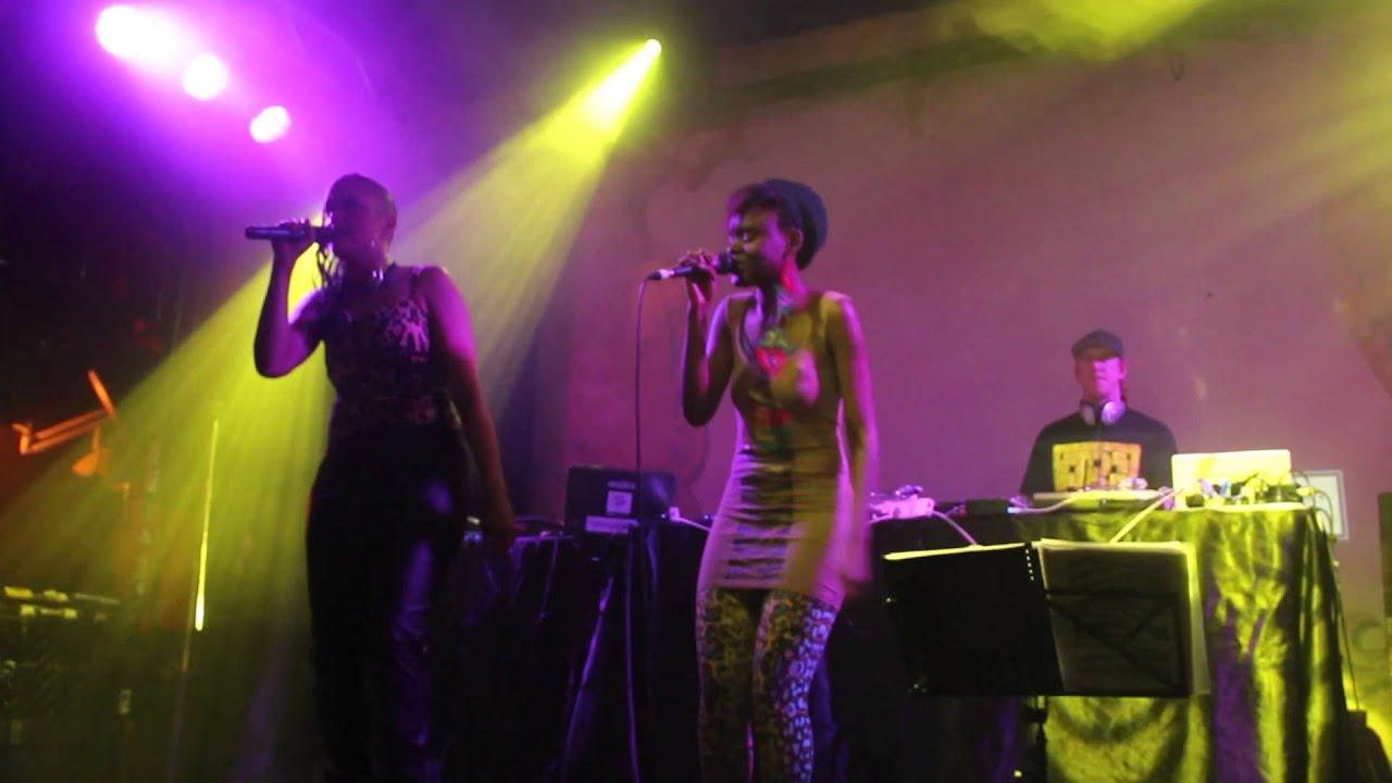 Muma Doesa - Ms Fortune (Live at Revovler)