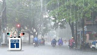 """Hà Nội lại """"bơi"""" trong mưa"""