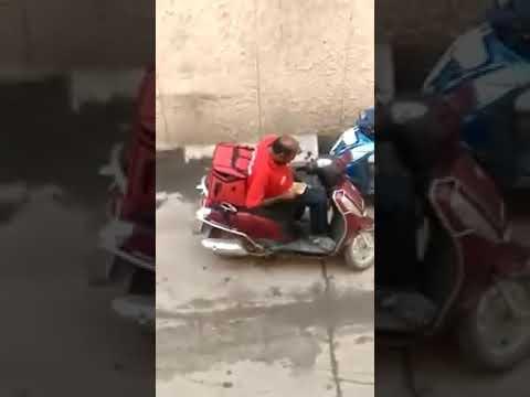 DELIVERY ES CAPTADO COMIENDO PEDIDO DE UN CLIENTE 😂😂😂