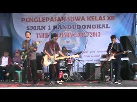 Bondan prakoso and Fade 2 Black - kita selamanya (cover donkey farm SMA N 1 RANDUDONGKAL)