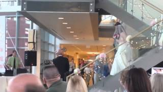 US Marine surprises sister at her wedding