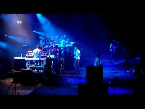 Maroon 5 @ Singapore Indoor Stadium, 25 April 2011 -- The Sun
