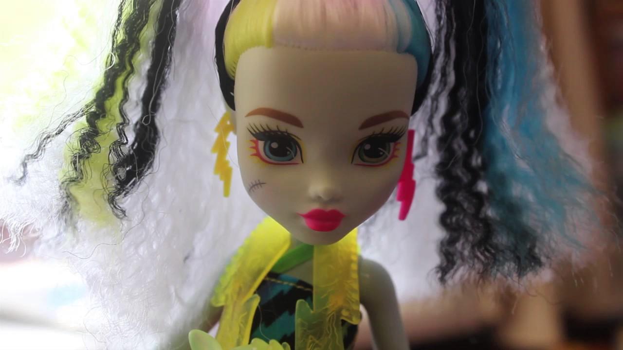 Кукла Monster High Фрэнки Штейн Электризованные обзор
