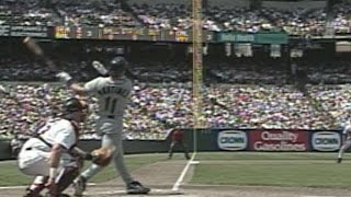Edgar blasts a 2-run HR off Mussina