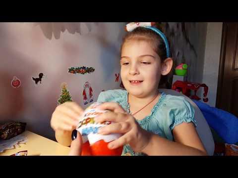Киндеры для девочек - Новогодний Киндер сюрприз Макси Игрушка вывернушка видео для детей