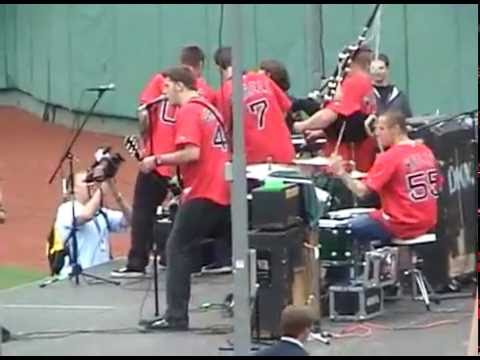 Dropkick Murphys play Tessie at Fenway Park (7/24/04)