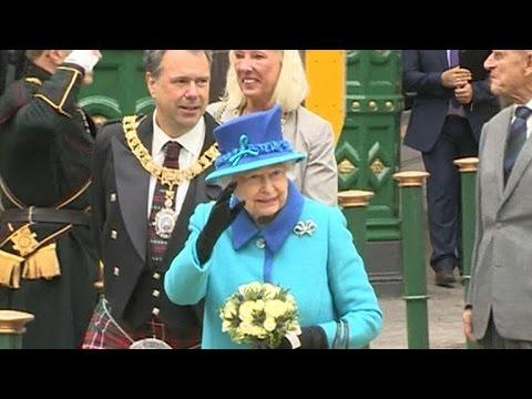 Queen Elizabeth II becomes longest-serving British monarch