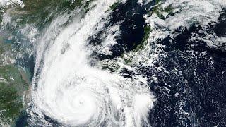 Супертайфун приближается к югу Японии