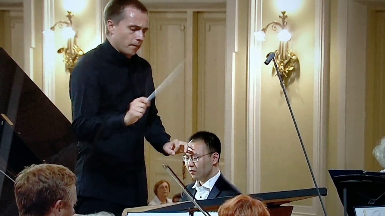 Orchestra starts playing the wrong concerto in piano competition